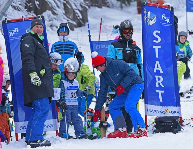 More than 400 young skiers
